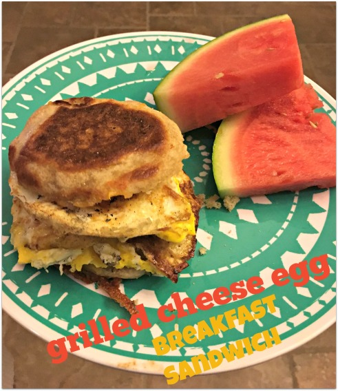 grilled-cheese-egg-breakfast-sandwich